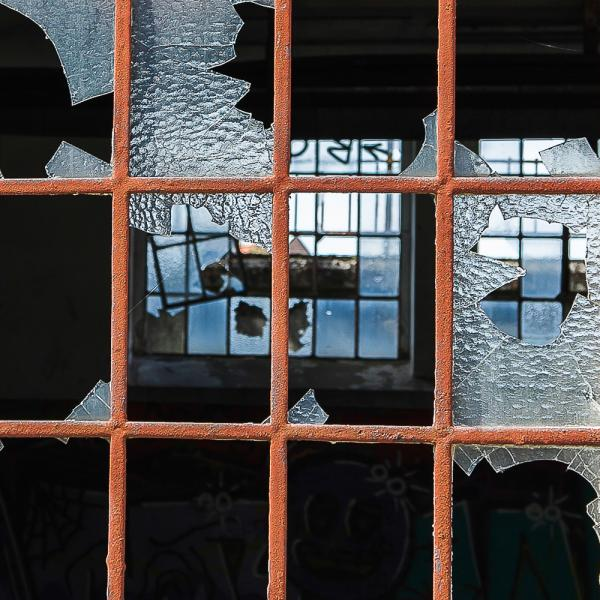 Broken Window | Lost Places Foto